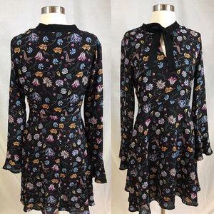 EUC✨Romeo&Juliet Couture Neck Tie Floral Dress - M